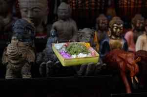 Canang at Pasar Ubud by Wiwit Ristu - Bali Street Photography tour