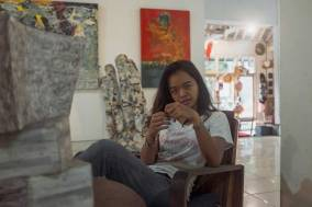 Portrait of Wiet at the Sika Gallery in the Campuhan area of Ubud