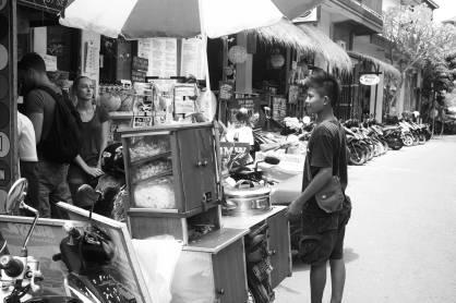 A Kaki Lima food vendor on Jalan Goutama - Bali Street Photographer Tour