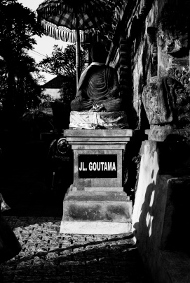 Buddha statue at the north entrace to Jalan Goutama - Bali Street Photographer