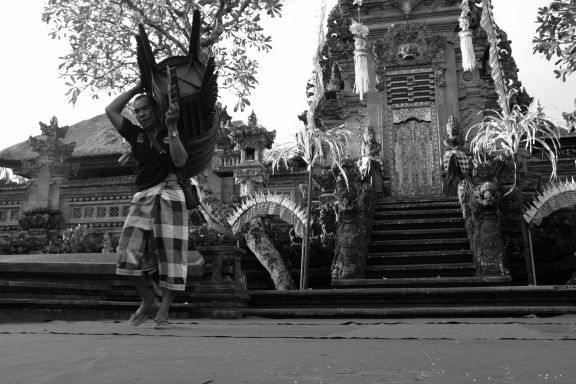 Taman Pura Saraswati Ubud Bali - Bali Street Photography Tours