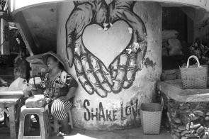 Share Love Street Art - Pasar Ubud - Bali Street Photographer