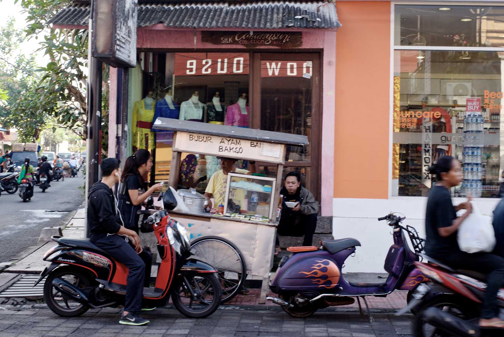 Kaki Lima Bali Street Photographer Tour Transport Di Or Five Legs Food Vendor