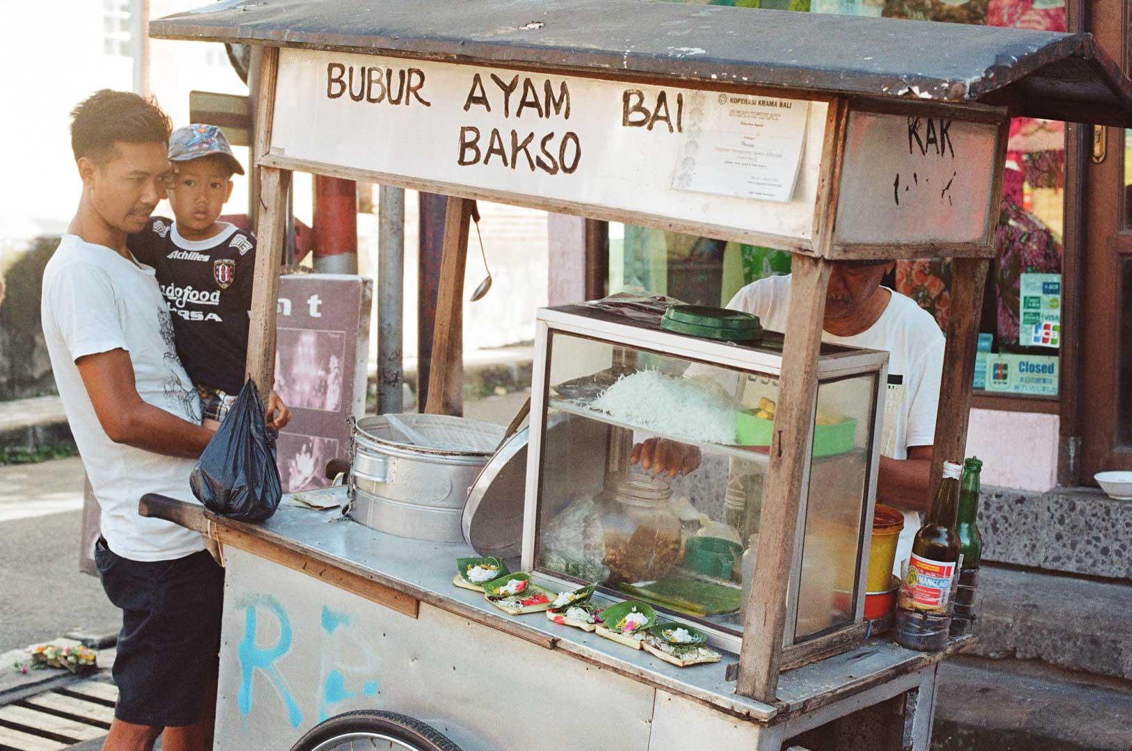 Kaki lima - Ubud Bali - 35 mm film - Bali Street Photographer