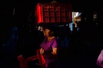 Chasing Harsh Morning Light at Pasar Ubud - Bali Street Photographer