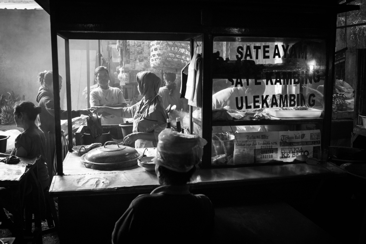 Takeway - Ubud, Bali ©️ Les Telford with Bali Street Photographer.