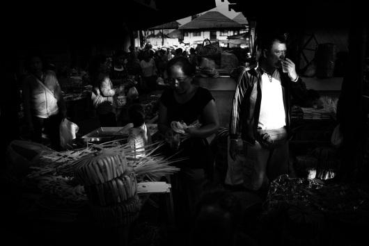 Ubud market, Bali ©️ Les Telford with Bali Street Photographer.