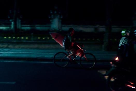 night surfing in kuta bali - bali street photographer