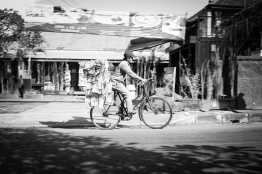 Meals (and other things) on Wheels Indonesian Style - Bali Street Photographer