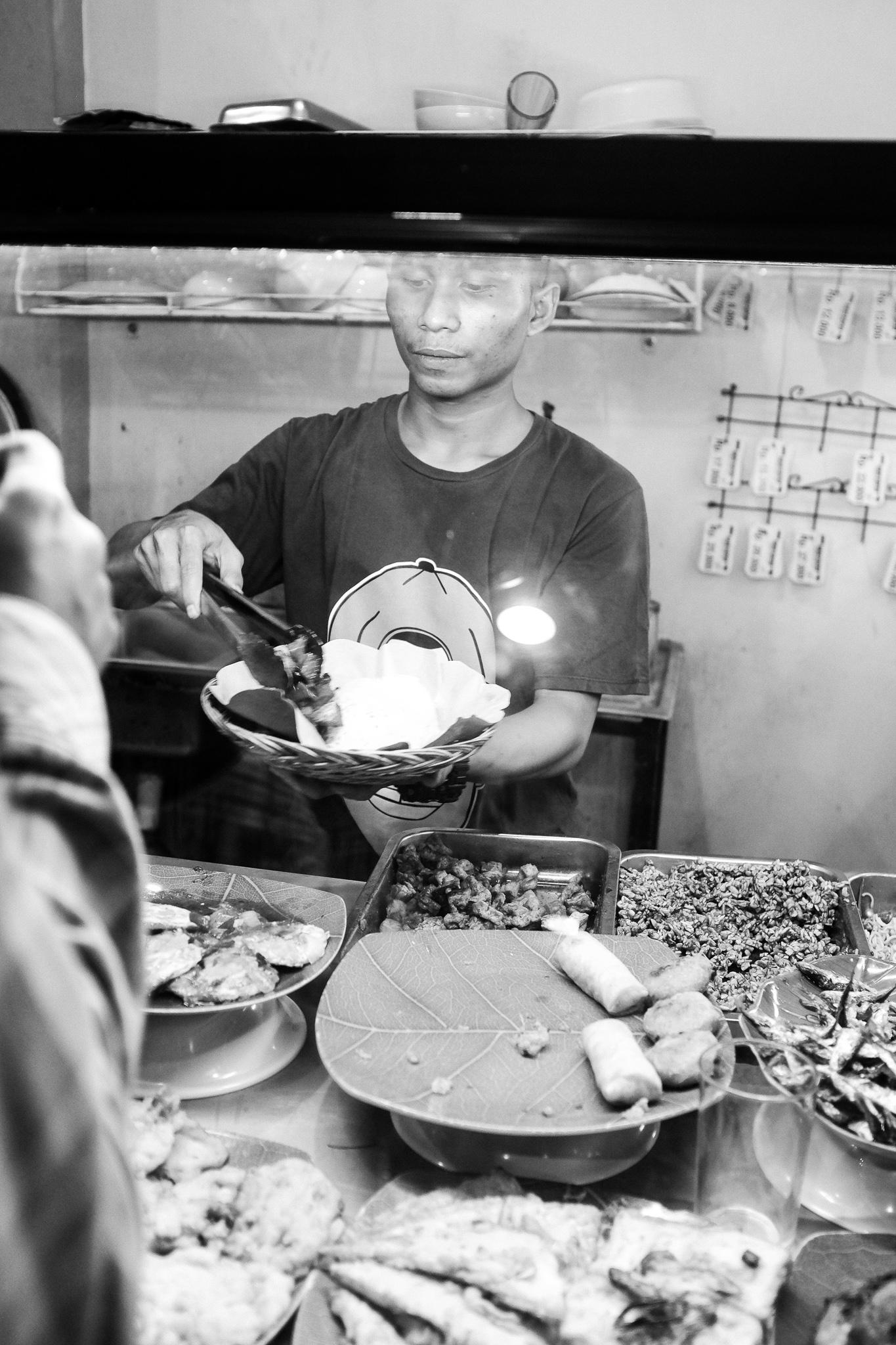 Padang Maskan Indonesian food - Bali Street Photographer