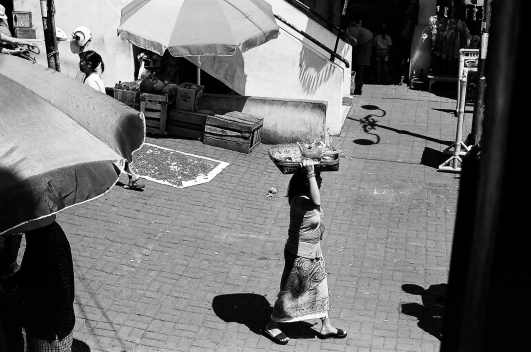 Carrying Canang- Pasar Ubud Bali Street Photography Tours