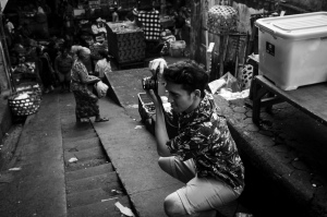 Syahravi - Photographer from Jakarta on the Psar Ubud Street Photography Tour by mark l chaves