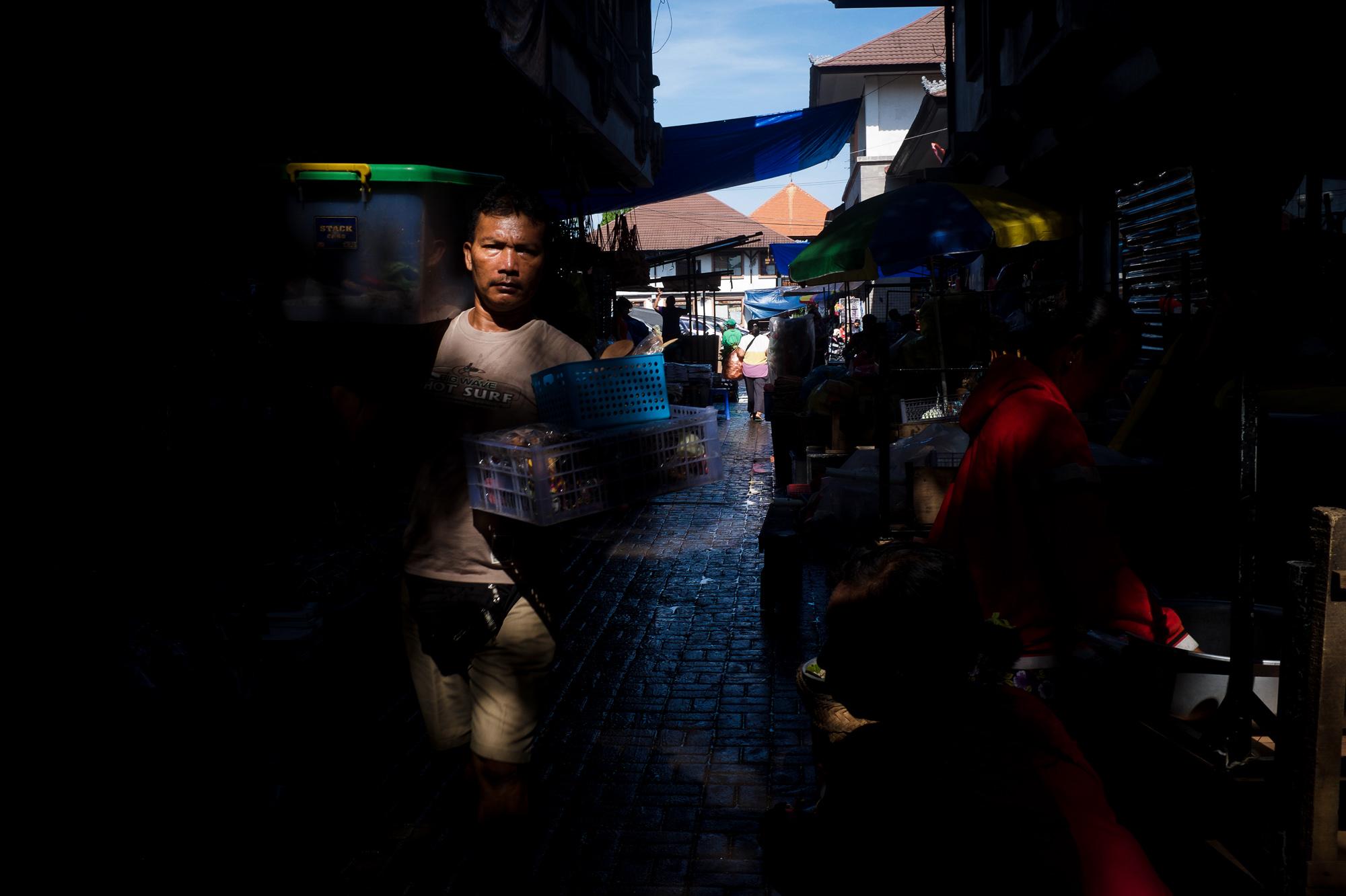 Transition time - Pasar Ubud - Bali Street Photographer Tours