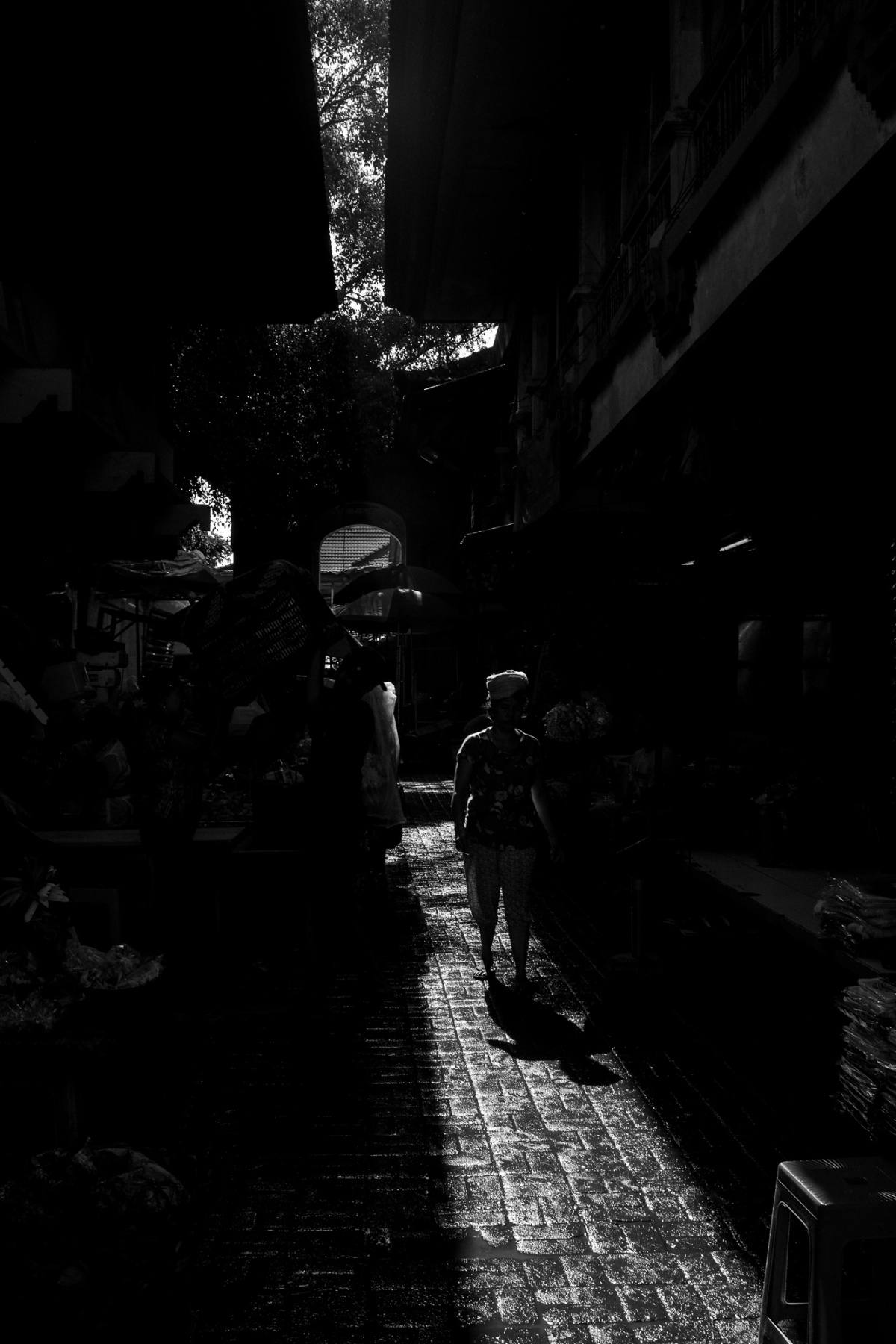 Moody Silhouette at Pasar Ubud - Bali Street Photographer