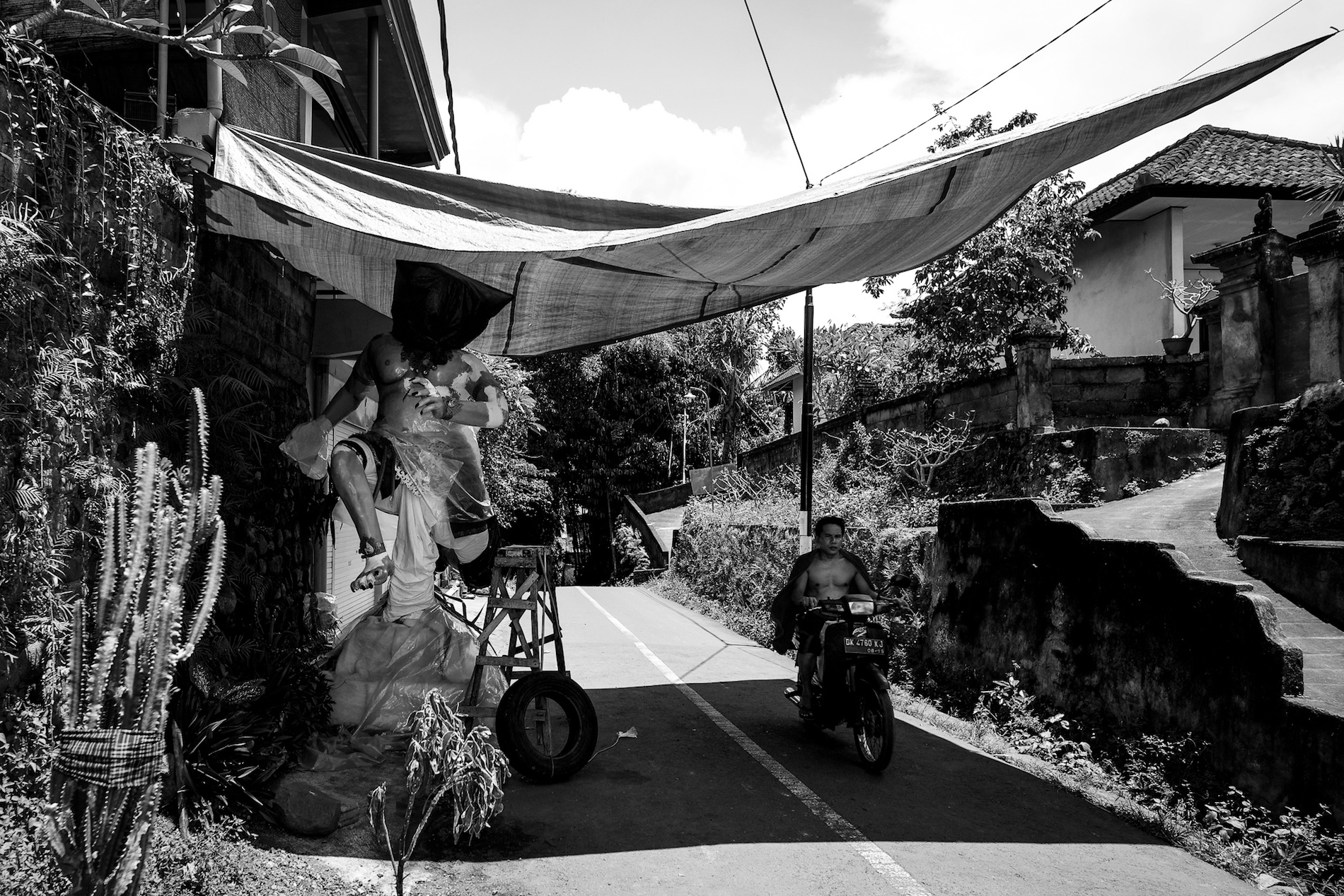 Ogoh-ogoh in the making - Bali Street Photographer
