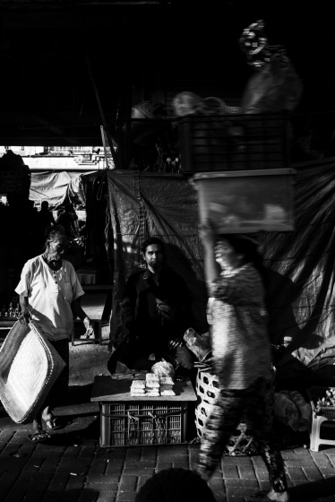 Chasing harsh light during transition time at the pasar. Bali Street Photographer tour.