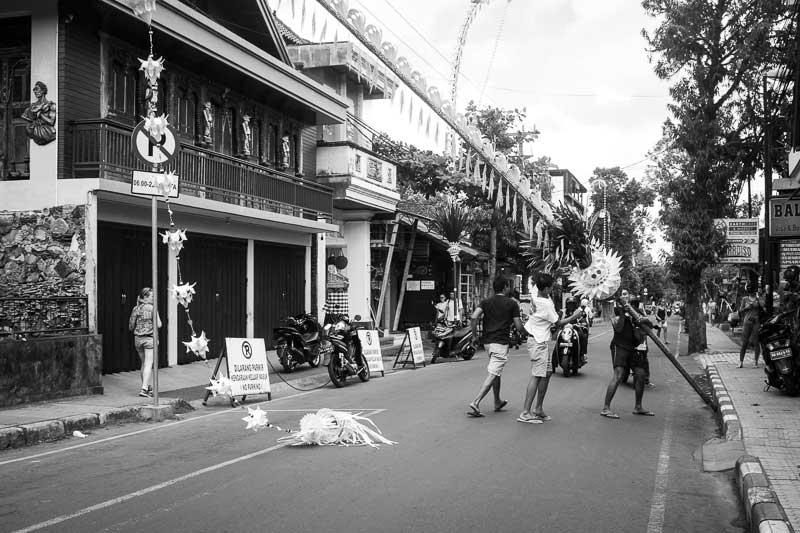 Putting up a Penjor before Galungan - Bali Street Photographer