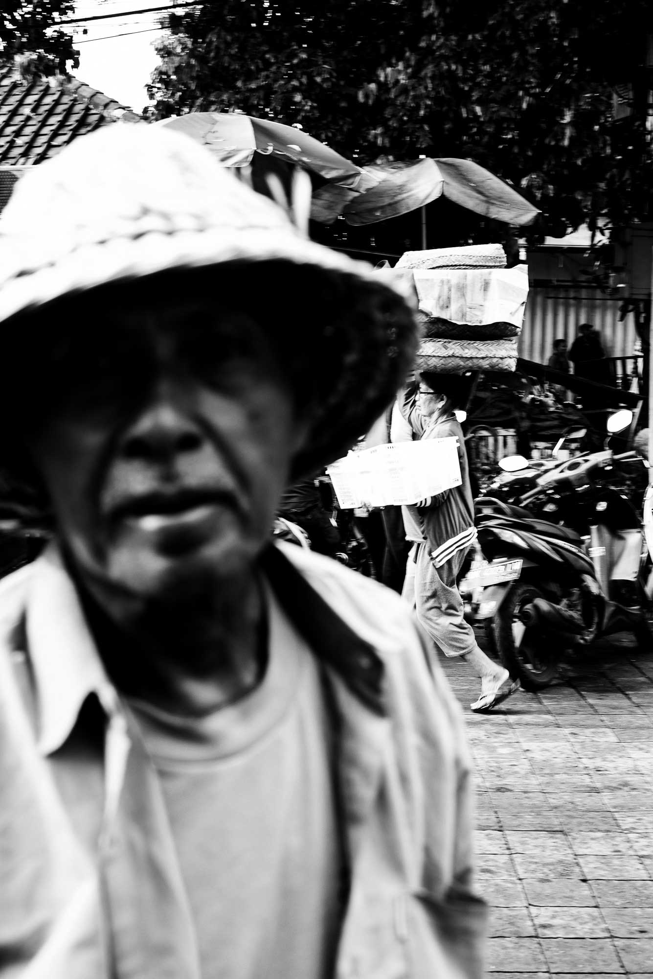 Street Portrait of a Hat Vendor - Bali Street Photographer