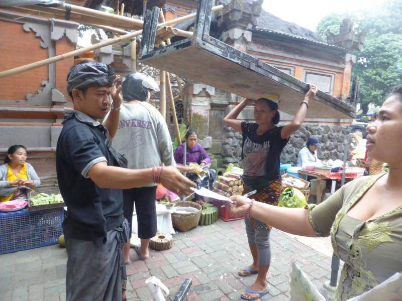 Photo ©️ Kathryn Presner on the Bali Street Photorapher Tour in Pasar Ubud