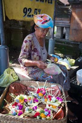 Balinese woman making canang sari (offerings) - Pasar Ubud with Bali Street Photographer